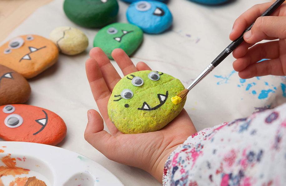 Taş boyama için gerekli olan malzemeler