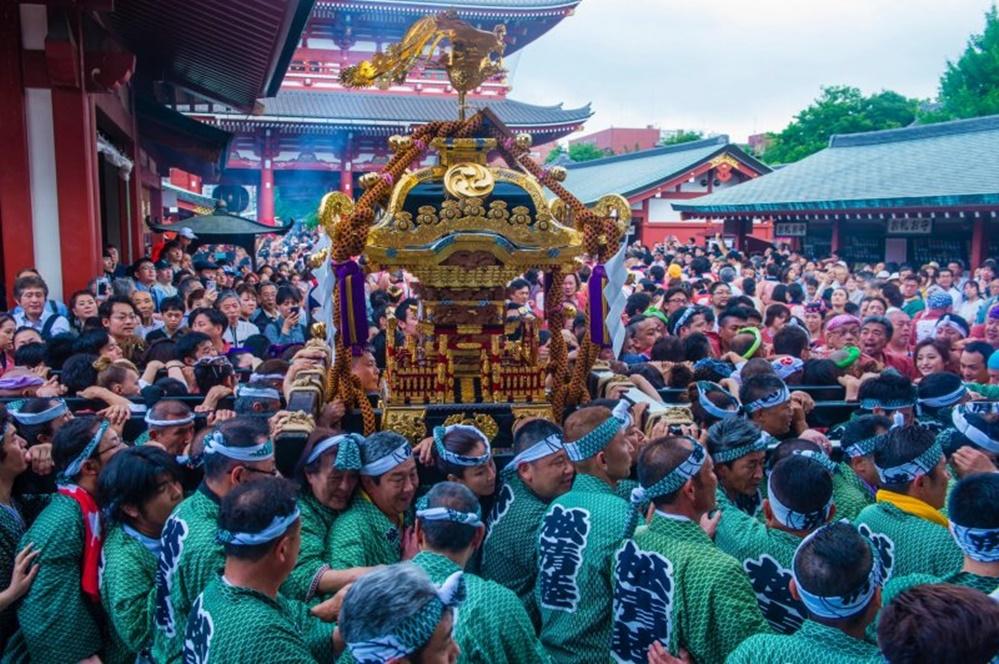 dünyanın en kalabalık şehri Tokyo Kanda Festivali