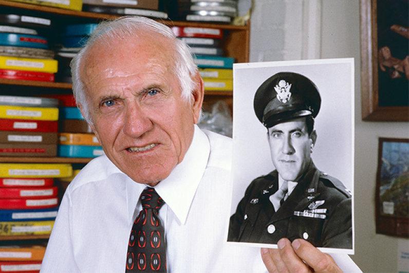 Hayatta kalan Uçak kazasından ve Japon kampından kurtulan Louis Zamperini