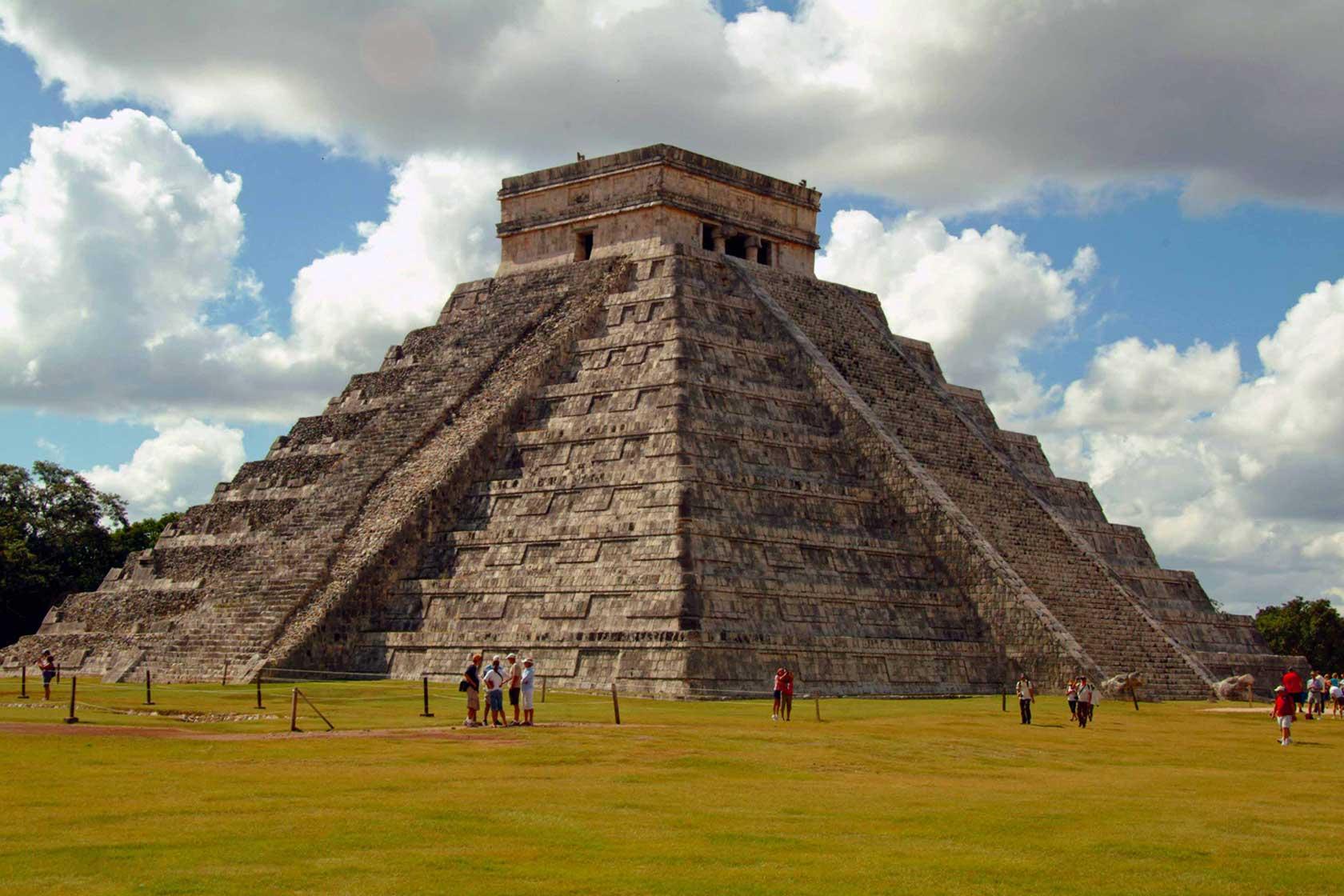 Maya piramidinin merdivenleri