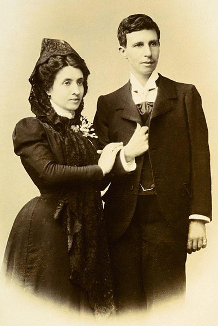 Elisa ve Marcela