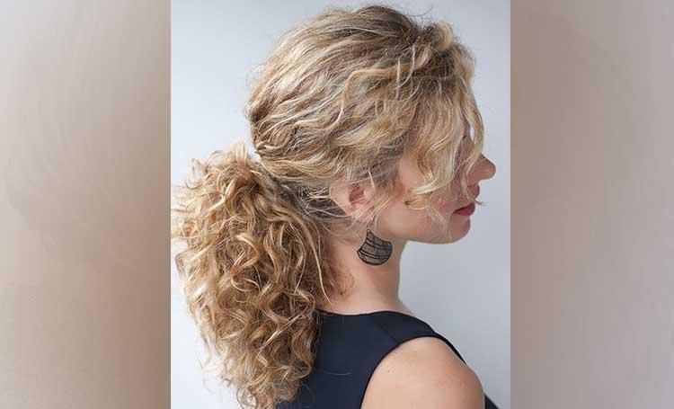 kıvırcık saç modelleri at kuyruğu