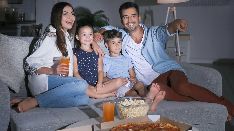 Televizyonda yılbaşı özel programları izlemek