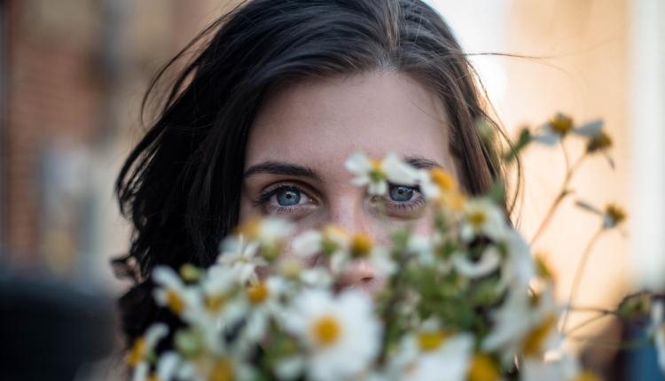 mavi gözlü