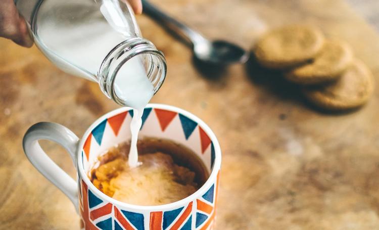 çay hakkında bilinmeyenler listelist çaya süt eklemek