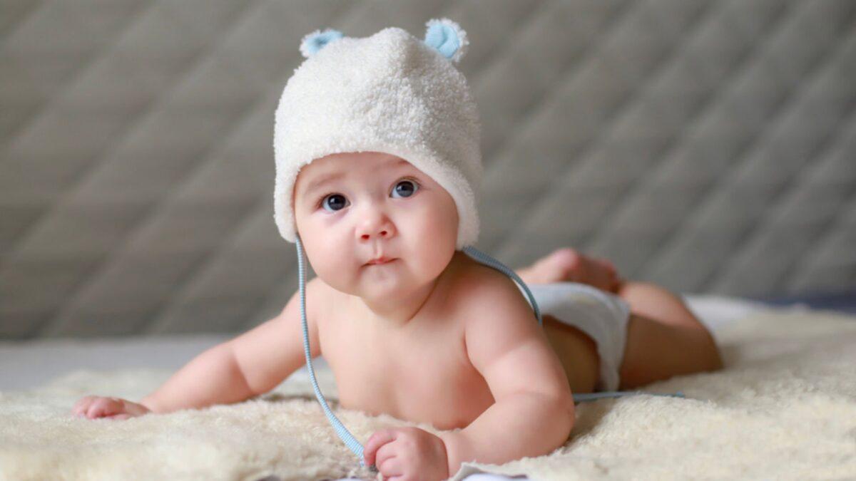 4 aylık bebek gelişimi nasıl olur bebek 4 ayinda ne yapar listelist