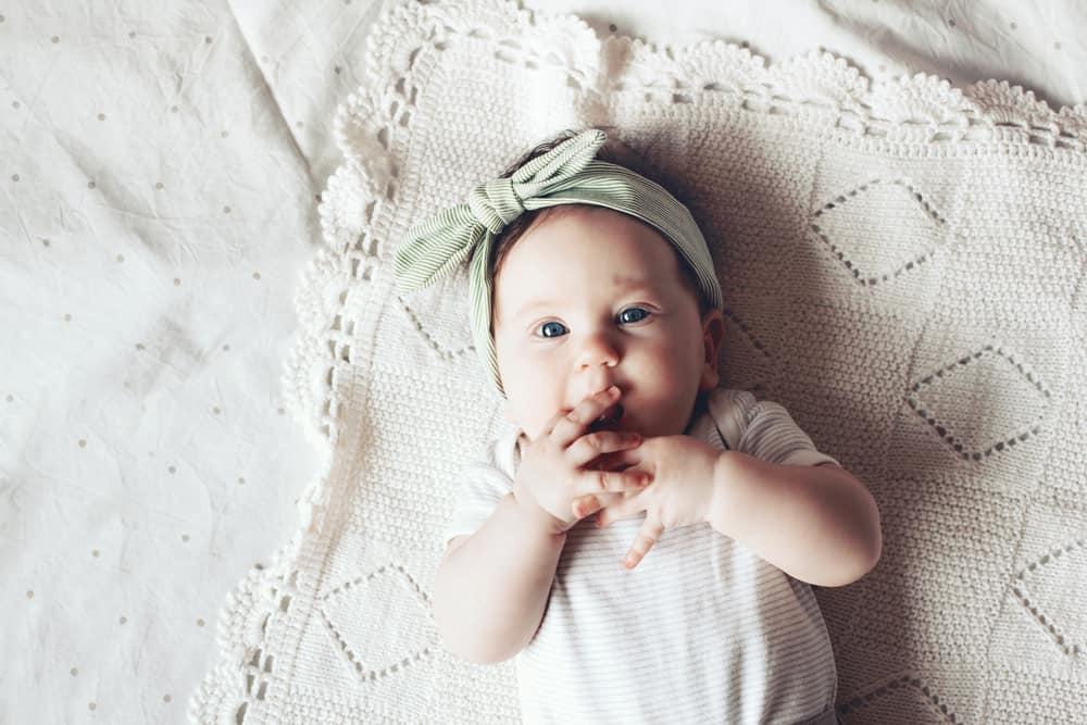 4 aylık bebek gelişimi nasıl olur kilosu listelist