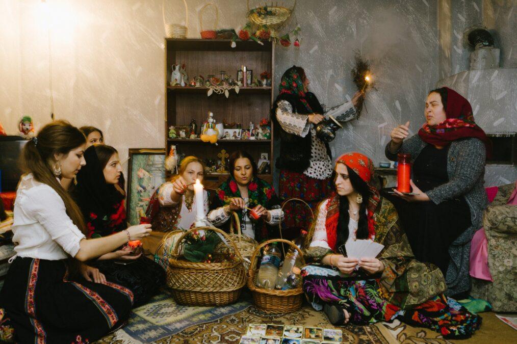 romanyada büyücüler falcılar devlet vergi yasa listelist