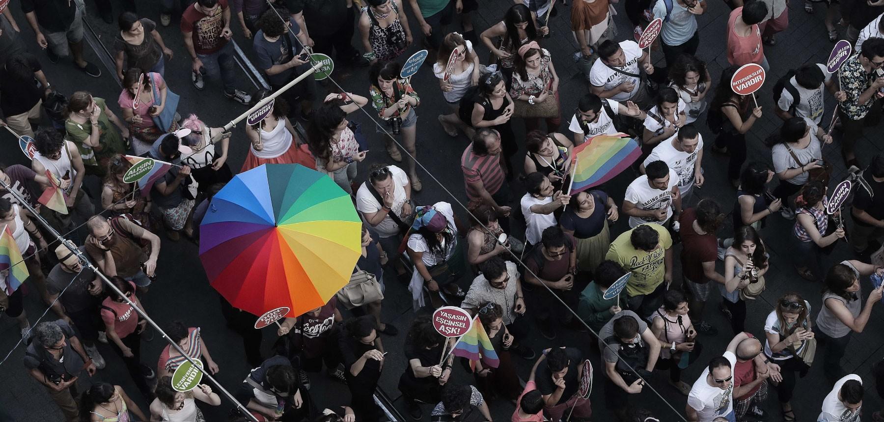 cinsel yönelim fark etmek zorunlu heteroseksüellik biseksüel listelist