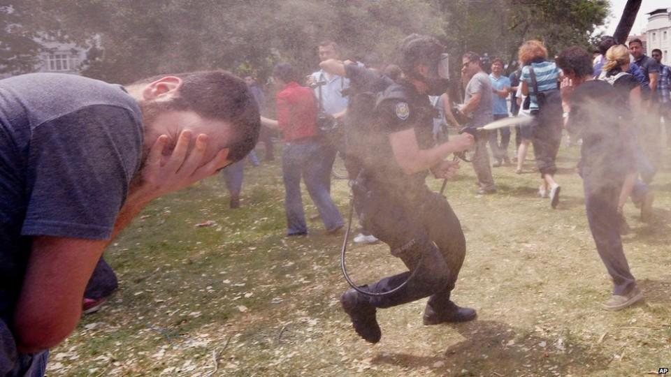 eylemcilere-biber-gazi-sikildi